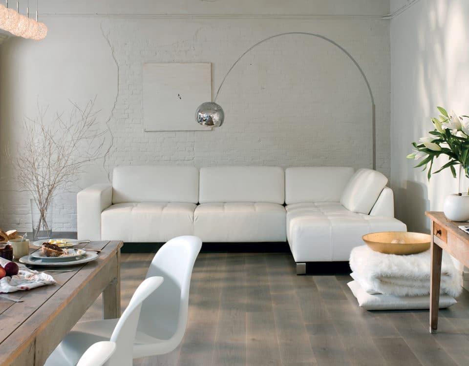 Salon home déco blanc sol parquet gris - Jad'O Parquet