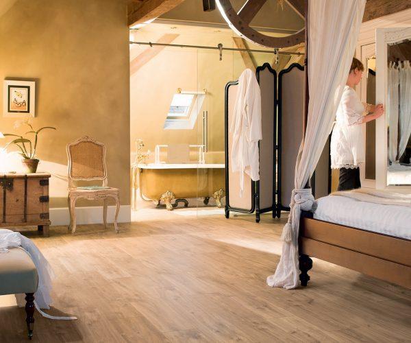 Chambre à coucher mansarde roue voilage parquet - Jad'O Parquet